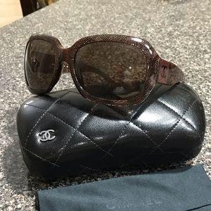 CHANEL CC Brown Sunglasses 🕶